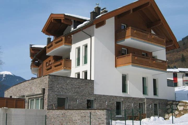 Modern Apartment in Saalbach-Hinterglemm near Ski Aea