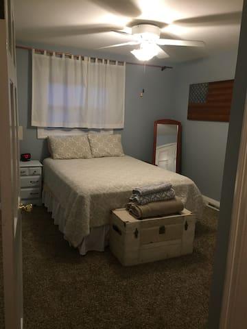 Quiet, cozy bedroom