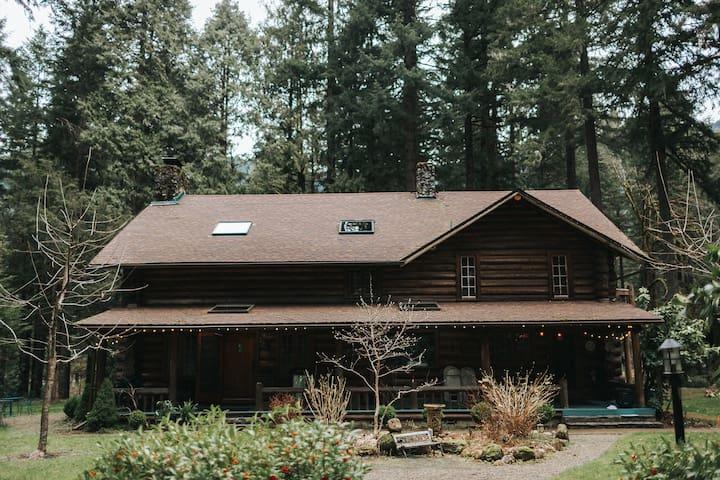 LOLOMA LODGE - Private Suite #2 in Historic Lodge