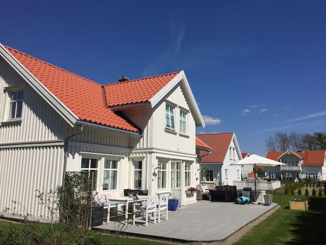 Sommeridyll ved sjøen på Solkysten - Langesund - Dom