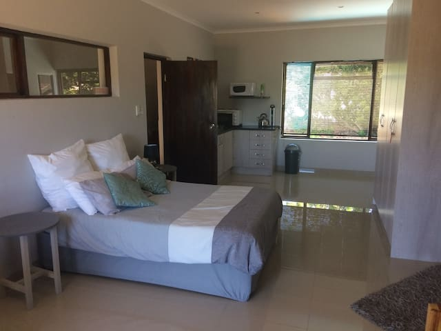 Spacious upstairs apartment - Oudtshoorn - Wohnung