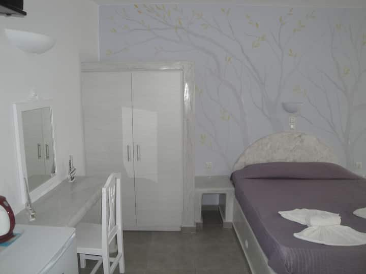 renovated room for FOUR in the centre of Fira