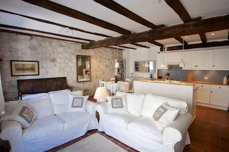 Beautiful renovated, hill top, stone townhouse - Tournon-d'Agenais - 連棟房屋