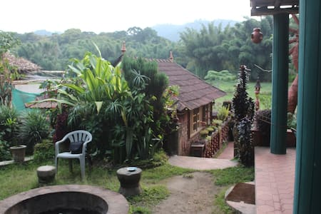 A Cottage Overlooking Periyar Wildlife Sanctuary - Cabaña