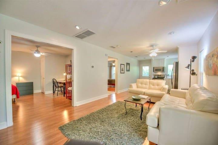 Midtown-Lafayette Apartment