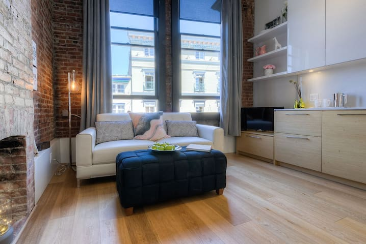 Stylish Waterfront Loft in the heart of downtown!