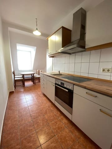 Furnished rooms in city centre with sunny balcony