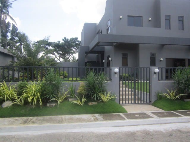 PHILIPPINE GOLF (modern house on a golf course)