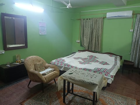 Parsi Heritage Home -Private Room A/C