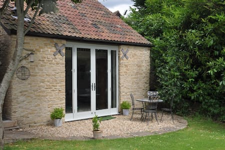 Large, Private Suite in a Lovely Converted Barn. - Wiltshire - Huis