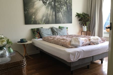 Fresh & cozy bedroom in our place - Utrecht - Talo