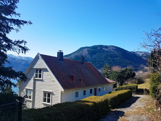 Entire house with downstairs apartment, Sogndal