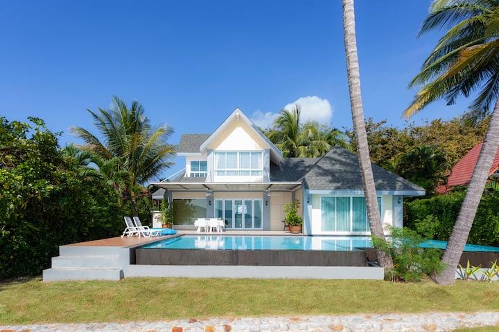 Beachfront 2-BR Pool Villa☆Little Zoo☆Private Park