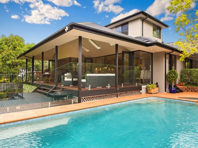 Secluded 4 bedroom house with large deck and pool - Killara - Casa