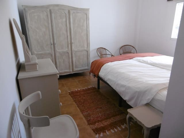 Sleepingroom with Kingsize bed, the sleepingroom is full of charm, all furniture painted with Annie Sloan paint