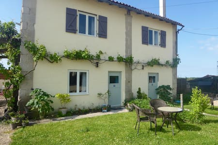 Les Tournesol  3 bed stone cottage - Villeneuve-la-Comtesse