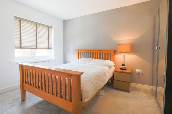 Brand New LARGE DOUBLE ROOM in Woking- Room 2