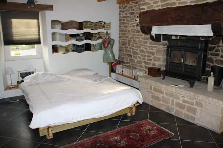 chambre dans longère à la campagne - Rédéné - Hus