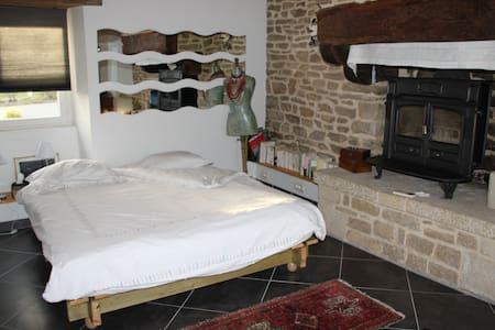 chambre dans longère à la campagne - Rédéné - Дом