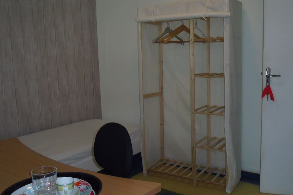toujours la 2ème chambre partie coté porte lit avec alaise+ drap du dessous