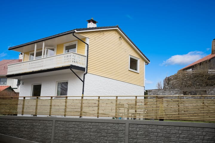 Nice house, 15 min to Bergen, 15 min to airport.
