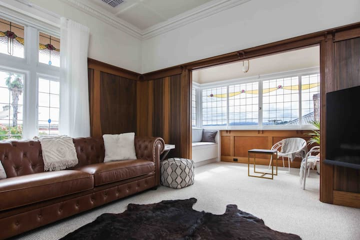 CBD Heritage Home - Location, homely, spacious!