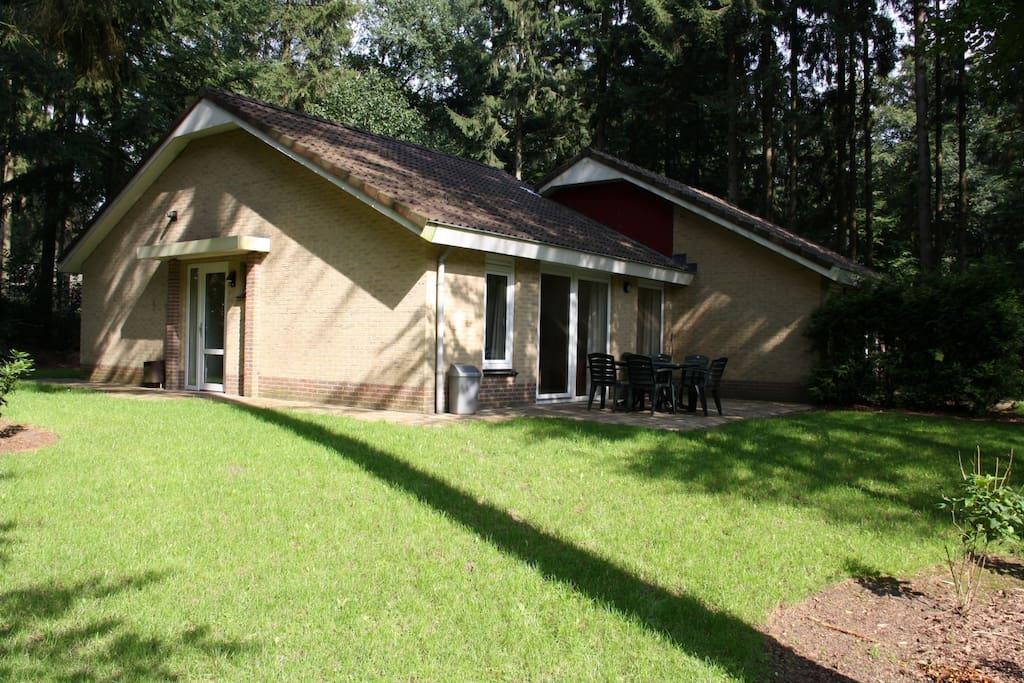 Recreatiebungalow midden in het bos huizen te huur in for Te huur in gelderland