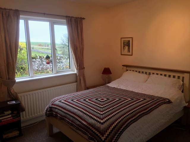 Yorkshire Dales Cottage - cozy with great views!