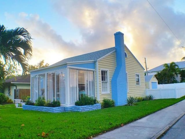 CHARMING 1940 COASTAL COTTAGE