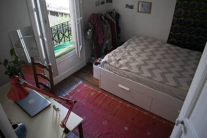 Vrai appartement parisien! Petit mais chouette:)