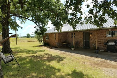 Country cottage on 100 acres - Ardmore