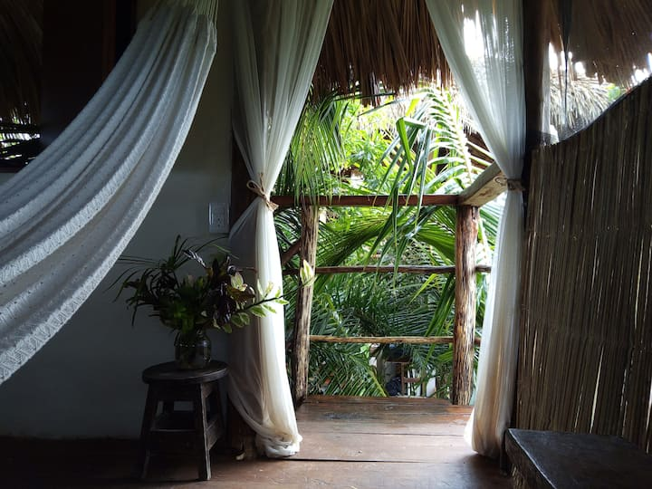 La Palapa, casa Kuka, Jungle living by the beach.