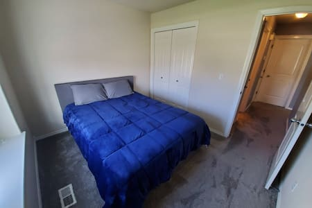 Clean, Cheap Living! Enjoy Home Away From Home!