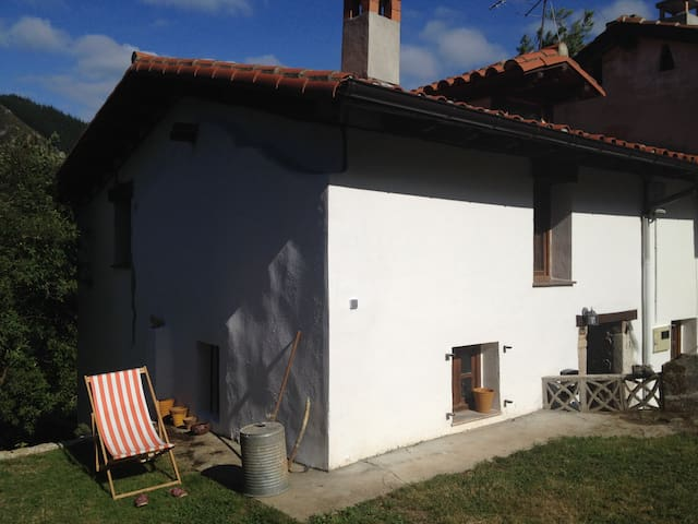 Quiet Asturian cottage near coast and Picos, - Fuentes - Hus