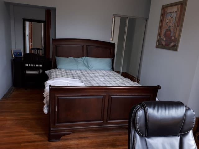 Spacious Room near UFT down town Toronto