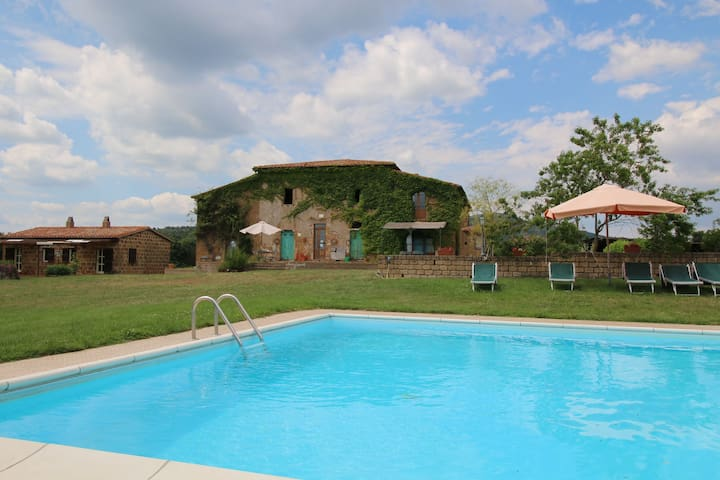 Farmhouse in Sorano with Swimming Pool, Terrace, Barbecue