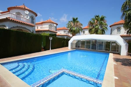 Charming house, large communal pool - Miami Platja