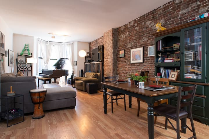 Loft Style 1 Mile from Downtown Boston Brownstone.