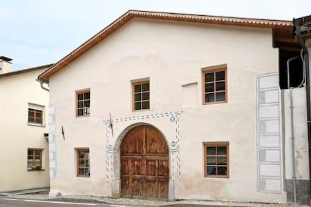 """Ferienhaus """"Mangitz"""" - Urlaub im Val Müstair - Taufers im M. - House"""