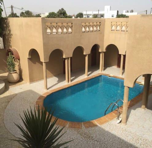 Saly Chambre wifi accès piscine à 500m Plage