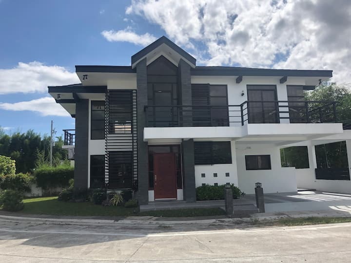 Santa Rosa  Laguna Brand new entire house - Solen