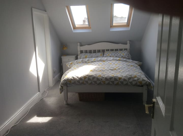Double bedroom & private bathroom