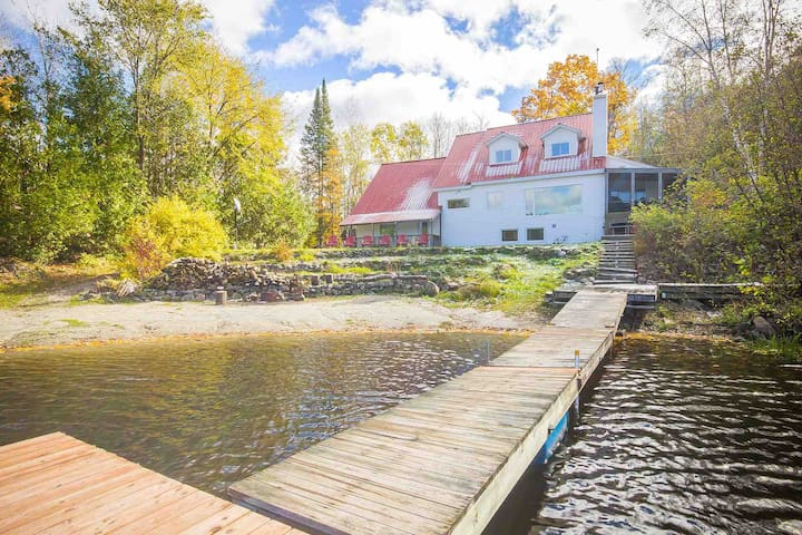 Secluded Lakefront Villa Ottawa/Edelweiss resort