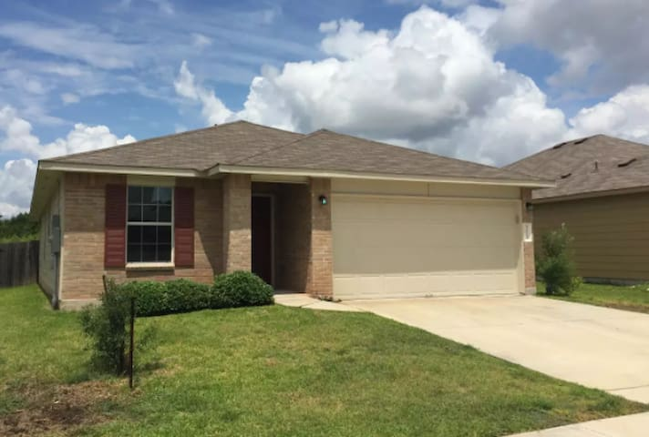Spacious & Lovely 3 Bedroom New Home in Austin