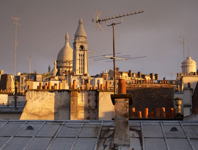Beautiful Montmartre view and balcony!