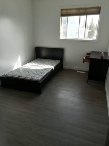 Bedroom#1 near West Edmonton Mall - Edmonton - House