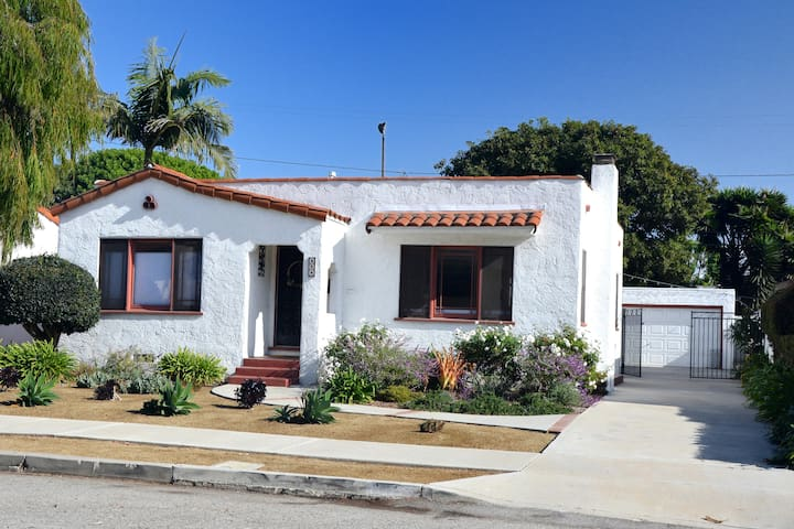 Mid-town 3BD/2BA Home Close to Beach and Downtown