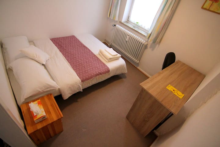 Cozy room, private bathroom, free parking - Göttingen - Huis