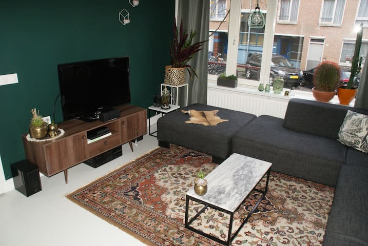 Cozy apartment in Amsterdam East with garden