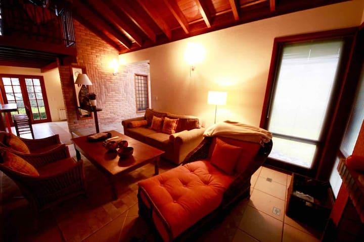 Casa aconchegante no Condomínio Laje de Pedra - Canela - Dům